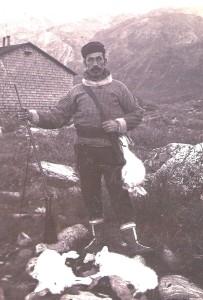 Et familiemedlem til hestehandleren var så venlig at låne mig dette foto, da artiklen blev bragt i Hillerød Posten. Det forestiller hestehandleren under hans ophold på Grønland.